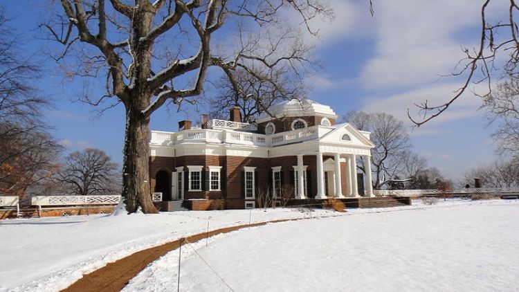 800px-Monticello_after_Snow_Storm_DSC00059
