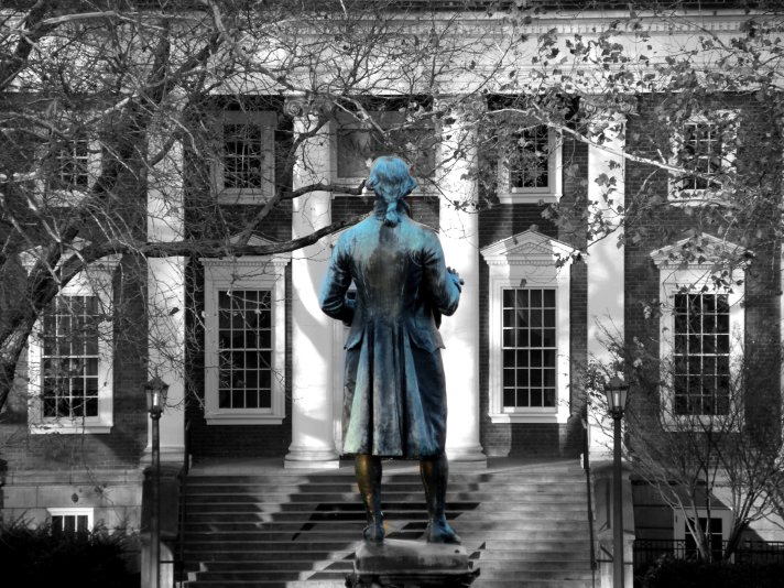 Carr's_Hill_behind_Jefferson_statue_UVa_color_isolated