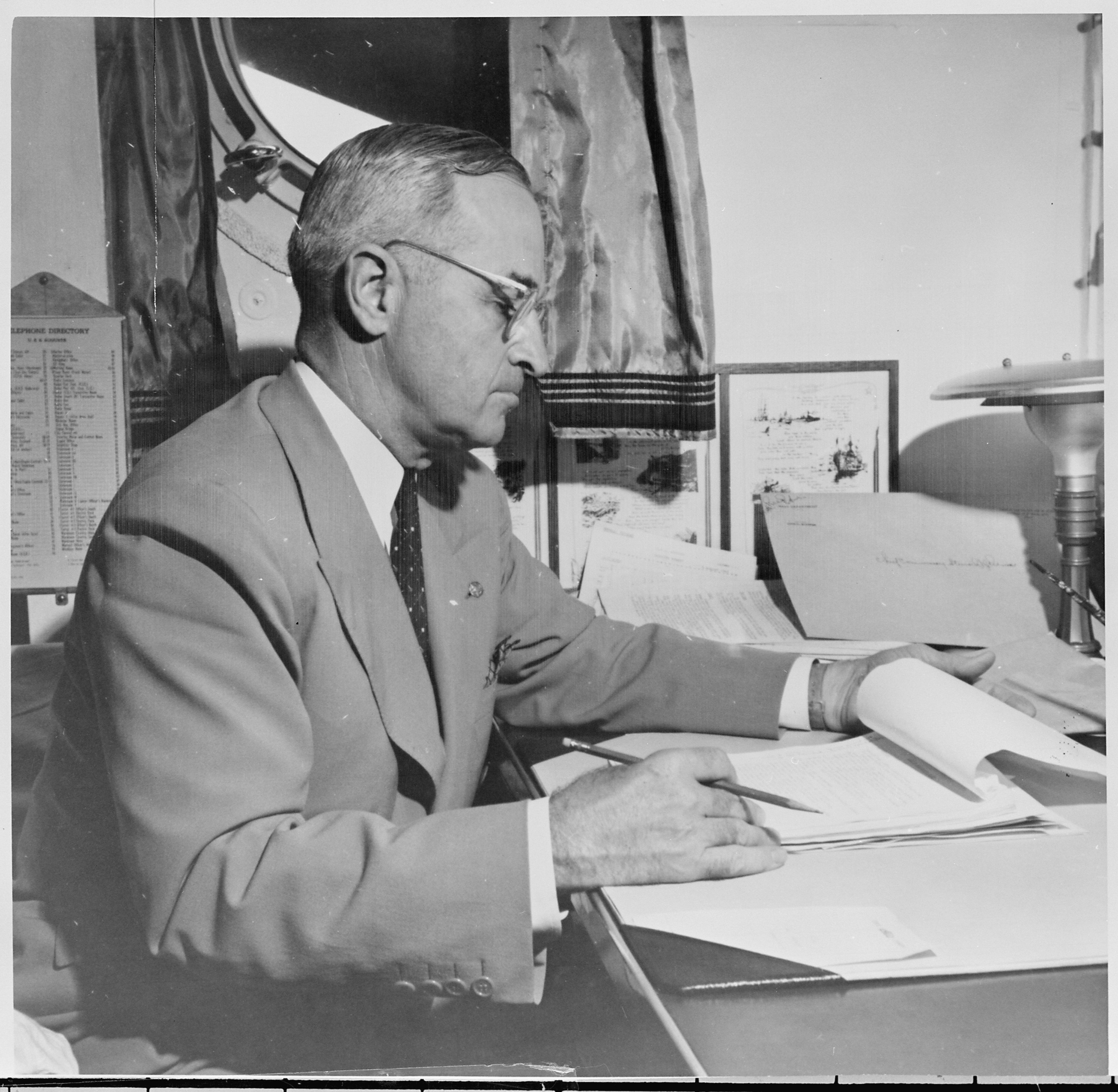 President_Truman_at_his_desk_aboard_the_U._S._S._Augusta_returning_to_the_United_States_from_the_Potsdam_Conference..._-_NARA_-_198727