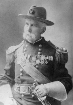 Joshua_Lawrence_Chamberlain_in_full_uniform